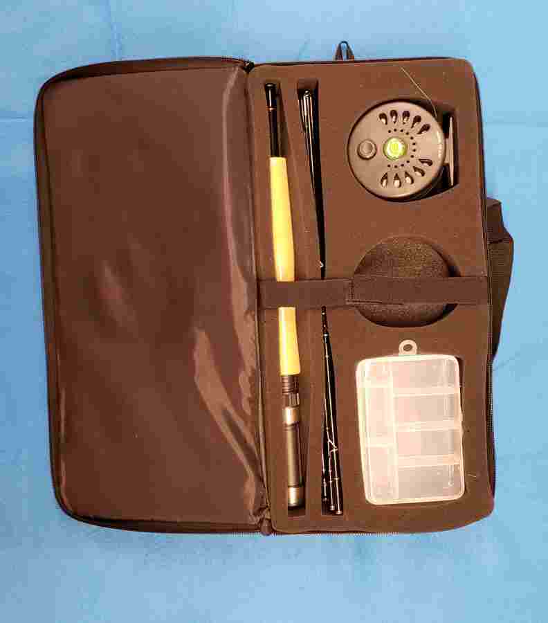 CRYSTAL RIVER EXECUTIVE PACK FLY TRAVEL KIT INSIDE